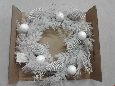 Lot 4095 LOT OF 2 GRADE 1 SEASONAL WREATHS TO INCLUDE PRE-LIT WINTER WHITE