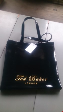 Lot 3027 TED BAKER LARGE ICON BAG IN BLACK