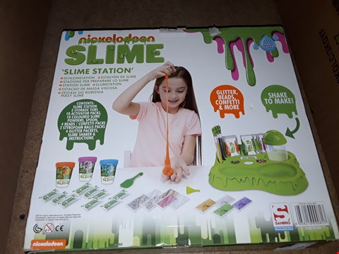 Lot 2003 LOT OF 3 ITEMS TO INCLUDE SNOWFLAKE CURTAIN LIGHT, NICKELODEON SLIME 'SLIME STATION' AND YANKEE CANDLE LIMITED EDITION