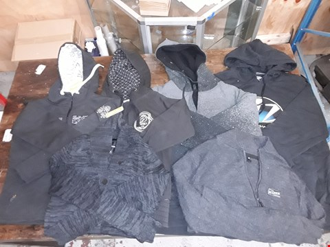 Lot 1704 LOT OF APPROXIMATELY 6 ASSORTED CLOTHING ITEMS TO INCLUDE VONZIPPER HOODIES, NIXON JACKETS AND DAKINE HOODED JACKETS