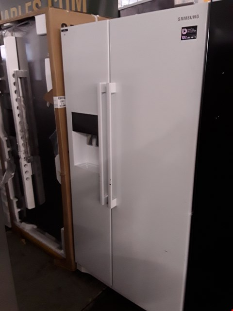 Lot 69 SAMSUNG RS50N3513WW SIDE-BY-SIDE FRIDGE FREEZER - 91.2 CM - 501 LITRE  RRP £1399.99