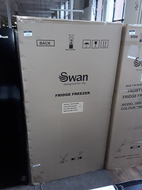 Lot 11035 SWAN SR15640B TOTAL NO FROST 90CM AMERICAN STYLE FRIDGE FREEZER - BLACK