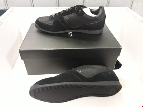 Lot 4067 PAIR OF DESIGNER BLACK TRAINERS IN THE STYLE OF HUGO BOSS SIZE UK 9