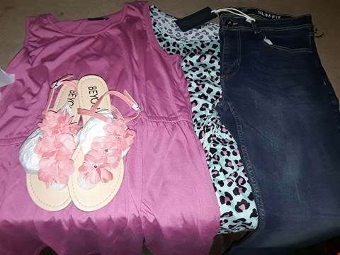 Lot 62 BOX OF APPROXIMATELY 16 ASSORTED CLOTHING & FOOTWEAR ITEMS TO INCLUDE ANIMAL PRINT DAY DRESS, WOW FLORAL CORAL SANDALS S8, SLIM FIT INDIGO JEANS