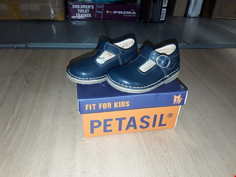 Lot 12334 BOXED PETASIL CROSSPATCH NAVY BLUE 1 BUCKLE LEATHER SHOES UK SIZE 4 JUNIOR