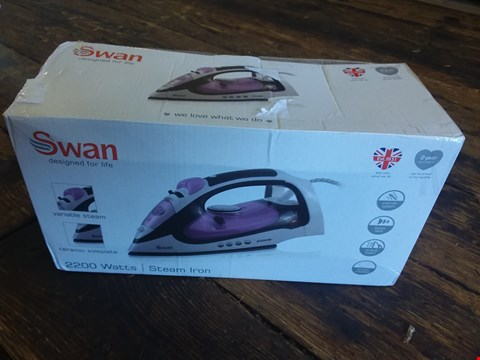 Lot 2520 BOXED GRADE 1 SWAN 2200W STEAM IRON RRP £21.99
