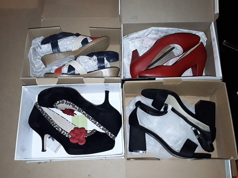 Lot 61 LOT OF 5 ASSORTED PAIRS OF FOOTWEAR TO INCLUDE HUNTERS WELLUES AND LAFIES HIGH HEELS