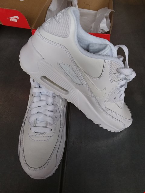 Lot 7078 NIKE AIR MAX 90 LTR TRAINERS - WHITE SIZE 4.5