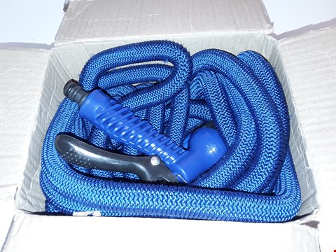 Lot 18 BOXED BLUE GARDEN HOSE WITH SPRAY HEAD