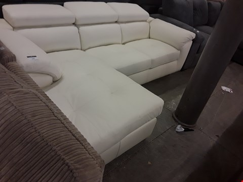 Lot 170 DESIGNER CREAM LEATHER ITALIAN STYLE CHAISE SOFA WITH ADJUSTABLE HEADRESTS