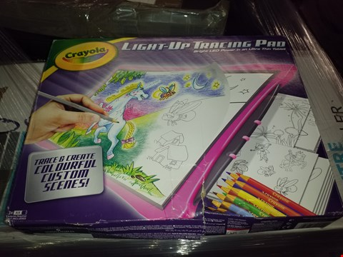 Lot 476 LOT OF 4 GRADE 1 DRAWING ITEMS TO INCLUDE STARLYF FANTASTIC PAD, CRAYOLA LIGHT UP TRACING PAD AND CRAYOLA MESS FREE SAND SCRUBBER RRP £100.00