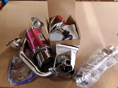 Lot 3019 ASSORTED MOTORCYCLE / MOPED PARTS, KNCLUDING, PAIR INDICATORS, RED FOX CARBURETTOR, OPRO RACE PIPE, PERFORMANCE EXHAUST.
