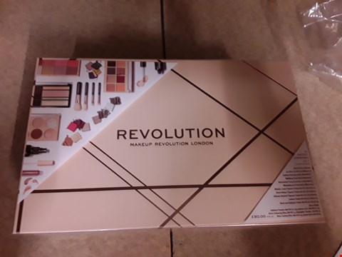 Lot 2011 BOXED REVOLUTION 12 DAYS OF CHRISTMAS INCLUDES 12VESSENTIAL MAKEUP REVOLUTION PRODUCTS