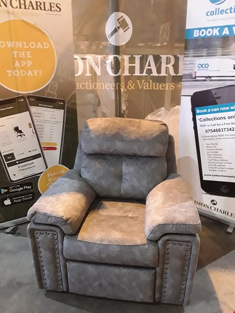 Lot 9007 QUALITY BRITISH MADE HARDWOOD FRAMED GREY FABRIC ARMCHAIR WITH BUTTON DETAILING
