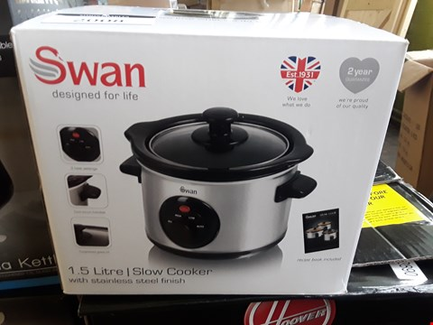 Lot 2008 BOXED SWAN 1.5 LITRE SLOW COOKER
