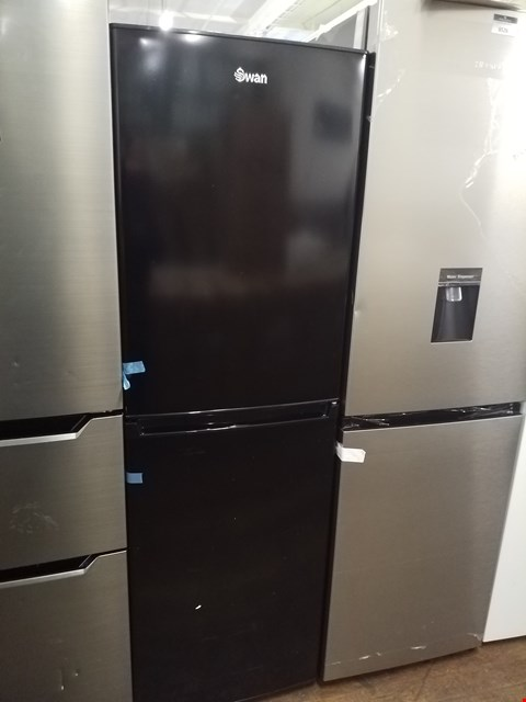Lot 8527 SWAN SR8160 172CM 50/50 FRIDGE FREEZER BLACK  RRP £349.00