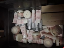 Lot 44 TRAY OF APPROXIMATELY 42 QUALITY BEAUTY PRODUCTS (tray not Included) RRP £750