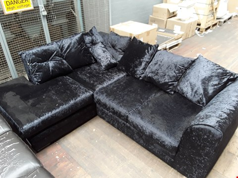 Lot 103 LOT OF 4 ASSORTED UPHOLSTERY ITEMS TO INCLUDE CRUSHED VELVET CHAISE SOFA AND BROWN FAUX LEATHER CORNER SECTION