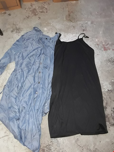 Lot 357 BOX OF APPROXIMATELY 19 ASSORTED CLOTHING ITEMS TO INCLUDE MID BLUE LYOCEL SHIRT AND BLACK TOP