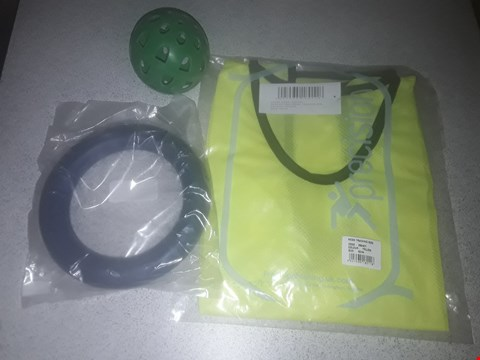 Lot 9059 BOX OF APPROXIMATELY 50 BRAND NEW OUTDOOR SPORTS ITEMS TO INCLUDE YELLOW PLAIN MESH BIB, GREEN TEAMSTER BALL AND BLUE RUBBER QUOITS HOOPS