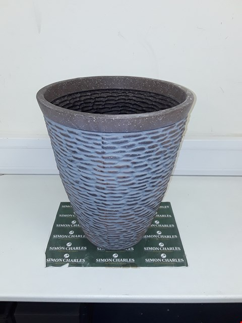 Lot 9282 BOXED PREMIUM STONE EFFECT PLANTER RRP £26.00