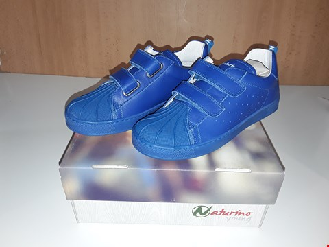 Lot 12645 BOXED NATURINO YOUNG BLUE LEATHER VELCRO STRAP TRAINERS UK SIZE 13.5 JUNIOR