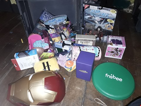 Lot 6085 TRAY CONTAINING APPROXIMATELY 16 ITEMS, INCLUDING, STAR TREK FIGURES, FRISBEE, GLITYER LOL FIGURE, ( TRAY NOT INCLUDED )