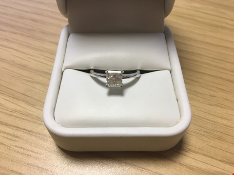 Lot 17 18CT WHITE GOLD SOLITAIRE RING SET WITH A PRINCESS CUT DIAMOND WEIGHING +/-1.02CT