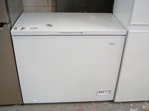 Lot 199 SWAN SR4170W 192 LITRE WHITE CHEST FREEZER  RRP £239