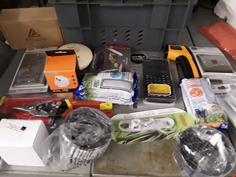 Lot 27 LOT OF APPROXIMATELY 48 ASSORTED ITEMS TO INCLUDE ELECTRONIC PARTS, TOOLS, KITCHEN GADGETS ETC
