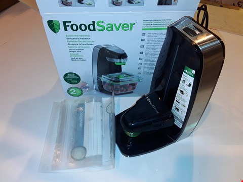 Lot 1230 FOODSAVER FRESH FOOD VACUUM SEALER SYSTEM WITH FOOD STORAGE CONTAINER & 5 STORAGE BAGS, FFS010 [ENERGY CLASS A] RRP £69.99