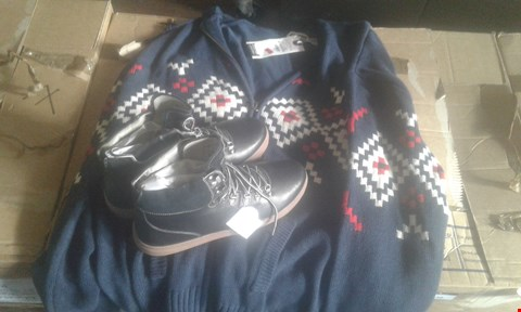 Lot 7032 APPROXIMATELY 6 X MIXED MENS CLOTHING ITEMS TO INCLUDE ALPINE KNIT HOODIES AND HIKER BOOTS