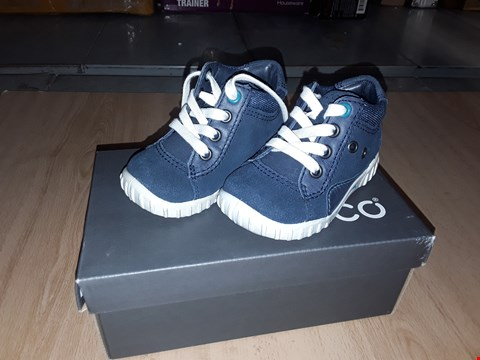 Lot 12271 BOXED ECCO CHILDRENS MARINE BLUE LACE UP TRAINERS/BOOTS UK UK CHILDRENS SIZE 3