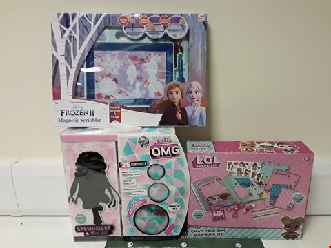 Lot 1401 LOT OF 3 ASSORTED ITEMS TO INCLUDE FROZEN IO MAGNETIC SCRIBBLER, LOL SURPRISE SET AND LOL OMG SET