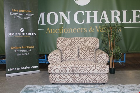 Lot 10002 QUALITY CAVENDISH DESIGNED, GEOMETRIC PATTERNED FABRIC SNUGGLER CHAIR