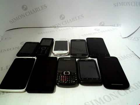Lot 659 LOT OF APPROXIMATLEY 10 ASSORTED MOBILE PHONES AND SMARTPHONES ETC
