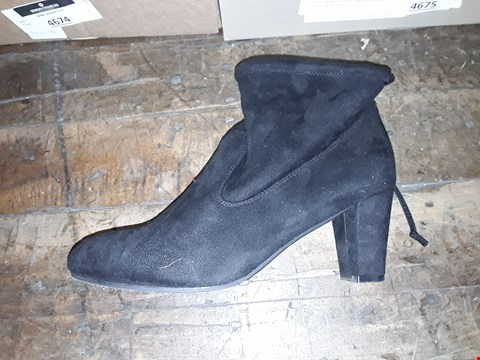 Lot 1312 CUSHION WALK HEELED TIE ANKLE BOOTS SIZE 8