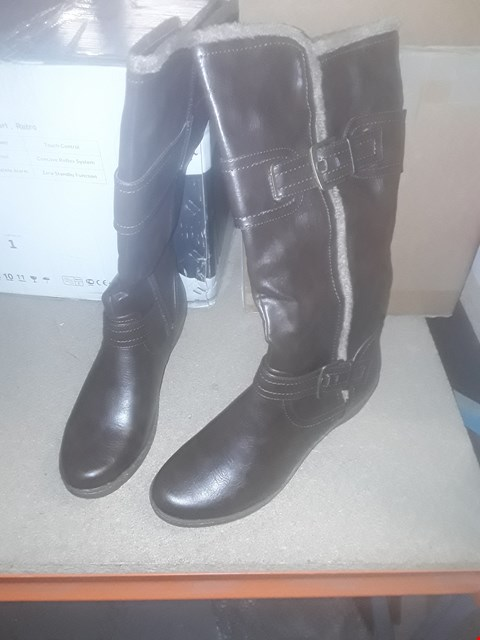 Lot 2248 LOT OF 3 BRAND NEW ASSORTED SHOES TO INCLUDE BROWN STRAP BOOTS SIZE 7 AND VOI TALL BLACK ZIP UP BOOTS SIZE 3 RRP £84