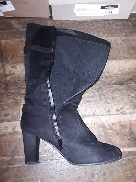 Lot 1305 CUSHION WALK SUEDETTE TALL BUCKLE BOOTS SIZE 6