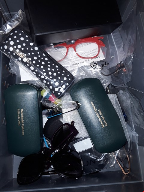 Lot 8131 A BOX OF APPROXIMATELY 15 ASSORTED SUNGLASSES/ READING GLASSES  TO INCLUDE,  JEFF BANKS LONDON , RITELIGHT AND STEVE MADDEN ETC