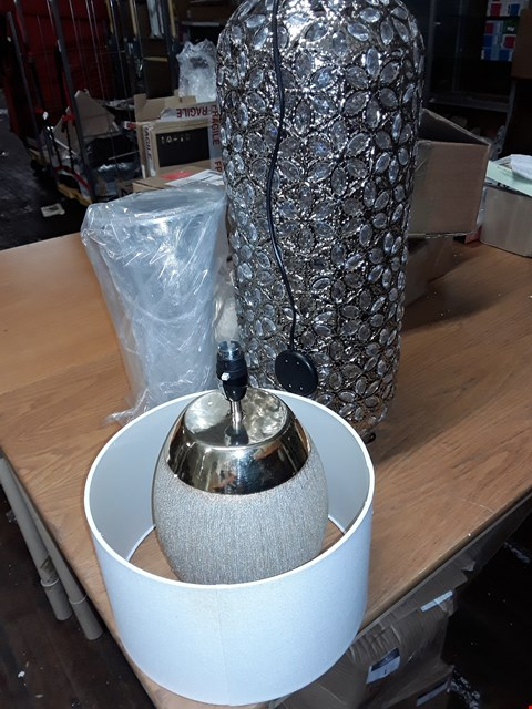 Lot 66 LOT OF 3 UNBOXED GRADE 1 LIGHTING ITEMS TO INCLUDE GOLD GLITTER AND CRYSTAL TABLE LAMPS