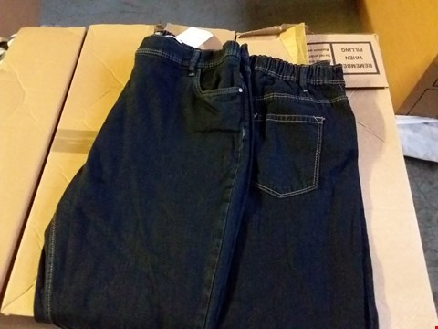Lot 368 BOX OF APPROXIMATELY 17 ASSORTED PAIRS OF LADIES JEANS IN VARIOUS SIZES