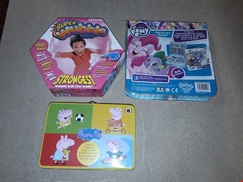 Lot 6143 LOT OF 3 ASSORTED ITEMS TO INCLUDE A SUPER WUBBLE BUBBLE BALL, MY LITTLE PONY CARRY ART STUDIO AND A PEPPA PIG ACTIVITY TIN