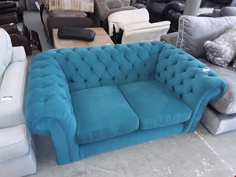 Lot 98 QUALITY BRITISH DESIGNER TURQUOISE FABRIC BUTTON BACK 2 SEATER SOFA