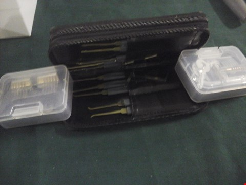 Lot 1082 LOCK PICKING SET WITH CASE