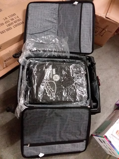 Lot 657 BOXED Z FRAME 3PC LUGGAGE SET