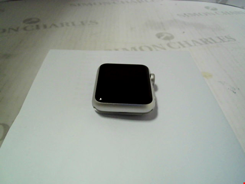 Lot 323 APPLE WATCH