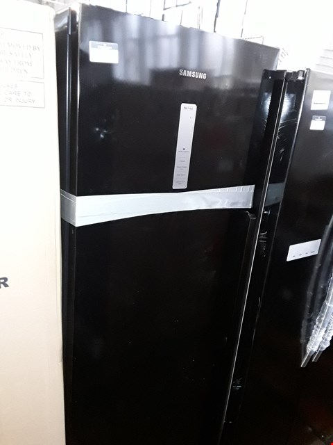Lot 11016 SAMSUNG RZ32M7120BC/EU FROST FREE FREEZER IN BLACK