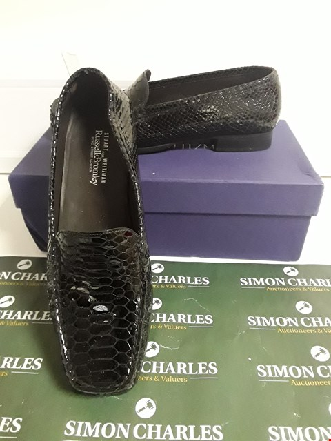Lot 3096 DESIGNER BOXED PAIR OF CROCODILE EFFECT LOAFERS SIZE UK 7.5