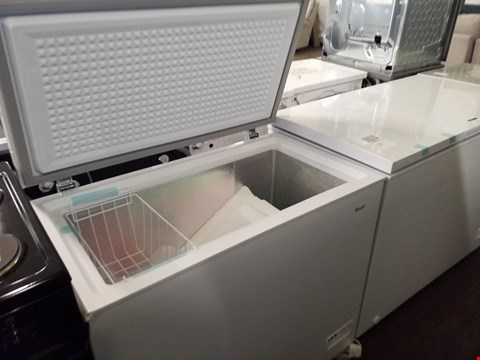 Lot 8536 SWAN SR4170W 192 LITRE WHITE CHEST FREEZER  RRP £239.00